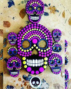 Piezas de acrílico negro pintadas a mano con colores fluorescentes  #CalacasCaracas