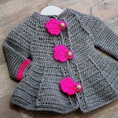 How to make a girl's crochet coat very easy Crochet Baby Sweater Pattern, Gilet Crochet, Crochet Baby Sweaters, Crochet Poncho Patterns, Crochet Coat, Baby Girl Crochet, Crochet Baby Clothes, Crochet Cardigan, Crochet For Kids