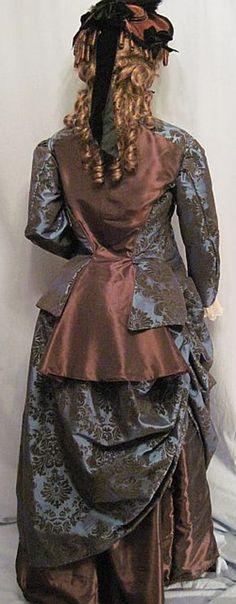 Costume VELVET FLOCKED RICH IN DRESS BUSTLE 1870s