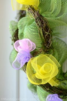 Deco mesh flowers instructions  http://blog.mardigrasoutlet.com/2012/03/spring-wreath-with-deco-mesh-flowers.html