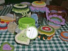 Prettily decorate wild garlic pesto jars and gift - free printable wild garlic pesto labels