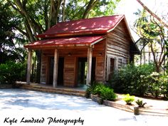 An old building at Naples Zoo taken by a Canon PowerShot SX510 HS.