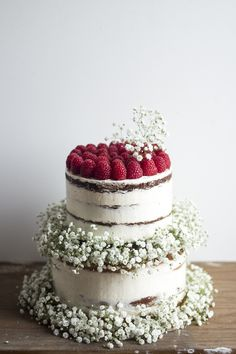Semi Naked cakes with Raspberries & Baby's Breath | Migalha Doce