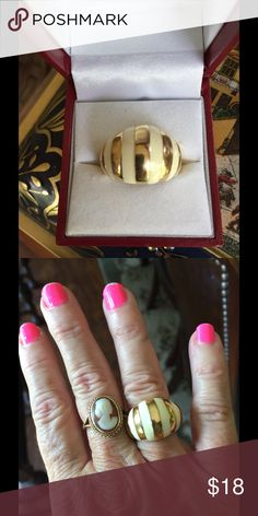 Cream and Goldtone Ring As pictured cream and Goldtone ring in like new condition. No maker marks seems to be very good quality ring purchased at estate sale. Jewelry Rings