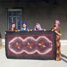 wool felt and textiles: Felt process on Fashioning Felt (Turkmenistan) Piano Cover, Nuno Felting, Over The Rainbow, Red Cross, Felt Art, Woven Rug, Wool Felt, Art Projects, Old Things