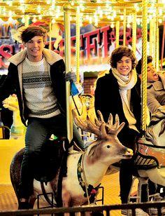 Anyone else notice zayn in the corner One Direction Collage, One Direction Lockscreen, One Direction Memes, One Direction Pictures, I Love One Direction, Niall E Harry, Zayn, Larry Stylinson, Foto One
