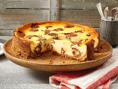 Geliebter Klassiker Käsekuchen: Ob mit oder ohne Boden, mit Früchten, Baiser oder einfach pur - hier findet jeder sein Lieblingsrezept.