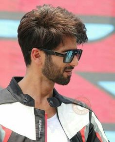 Curly Hair Men, Curly Hair Styles, Faded Hair, Casual Outfits, Men Casual, Shahid Kapoor, Boys Dpz, Hairstyle Look, Hair Cuts