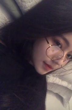 Korean Girl Photo, Cute Korean Girl, Cute Girl Photo, Girl Photo Poses, Girl Pictures, Girl Photos, Teenage Girl Photography, Snapchat Girls, Twitter Header Photos