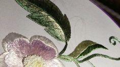 ВЫШИВКА ГЛАДЬЮ. Вышивка простого листочка двумя тонами  Embroidery stitch.