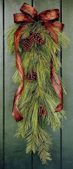 Diy Christmas Door Decorations Holiday Decorating Ideas For 2019 Christmas Swags, Noel Christmas, Country Christmas, Outdoor Christmas, Holiday Wreaths, Christmas Projects, Winter Christmas, Burlap Christmas, Natural Christmas