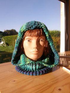 original, chaud et élégant voici le tuto du tour de coup capuche            1: monter votre tricot sur le plus grand des tricotin           ...