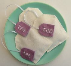 Play felt tea bags...would go great with E's new tea set :)