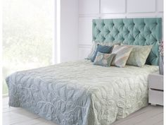 Crewel Embroidered Blue / Off White Machine Quilted Cotton Bedspread Quilted Bedspreads, Machine Quilting, Bed Spreads, Bed Sheets, Kitchen Dining, Off White, Relax, Quilts, Blanket