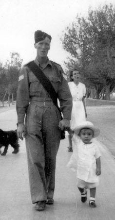 A British soldier with his family in Quetta, 1944