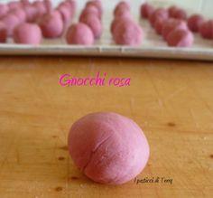Gnocchi o chicche rosa  http://www.ipasticciditerry.com/gnocchi-rosa-con-verdure/