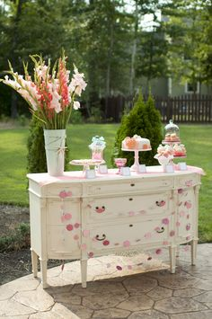 I want to do an accent table for the guest book ;)