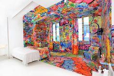 Panic Room, een hotelkamer in het Au Vieux Panier hotel in Marseille, ingericht en van graffiti voorzien door kunstenaar Tilt.