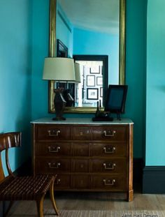 Hollywood Regency is a style that has its roots in all the reincarnation of the Neoclassical styles foing back to the mid 18th century. Its trade marks are clean and simple lines and a graphic color palette like this azure blue bedroom by designer Stephen Grambell