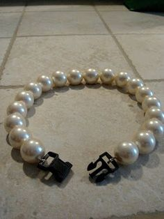pearls for the dog flower girl. I'm totally doing this with my dogs lol - Tap the pin for the most adorable pawtastic fur baby apparel! You'll love the dog clothes and cat clothes! Diy Dog Collar, Cat Collars, Cute Dog Collars, Girl Dog Collars, Dog Wedding Collar, Bling Dog Collars, Beaded Dog Collar, Dog Jewelry, Jewellery Box