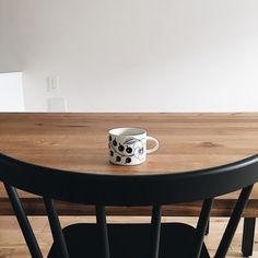 本当に必要なモノ達と暮らす〜余白のある空間づくりが快適さを生み出す家___omalさんのおうちを探索! | ムクリ[mukuri] Kitchen Decor, Dining Table, Living Room, Tableware, Furniture, Home Decor, Image, Instagram, Dinnerware