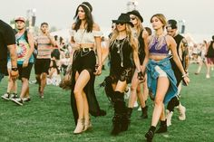 Ever wondered what guys think of girls' Coachella outfits?