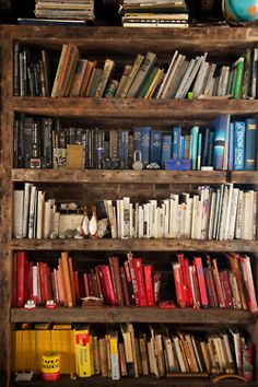 I love books and bookshelves, color coding is awesome! Floor To Ceiling Bookshelves, Ceiling Beams, Sweet Home, Amber Interiors, Home Libraries, Diy Home, Home Decor, Home And Deco, Book Nooks