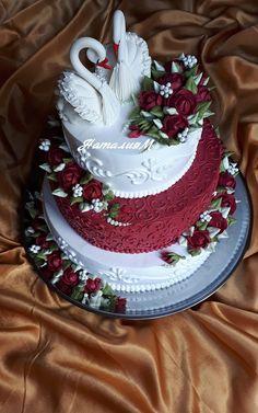 Одноклассники Beautiful Birthday Cakes, Amazing Wedding Cakes, Beautiful Cakes, Amazing Cakes, Royal Icing Cakes, Buttercream Cake, Unique Cakes, Elegant Cakes, Strawberry Sheet Cakes