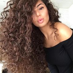The bigger the better for #T3woman @armineisajam. Add volume and enhance natural curls with the SoftTouch 2 finger diffuser. #T3micro #T3Inspo