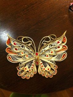 tight quilled coils- que significa en español Quilling Butterfly, Arte Quilling, Paper Quilling Cards, Quilling Work, Quilled Paper Art, Paper Quilling Designs, Quilling Paper Craft, Quilling Flowers, Paper Butterflies