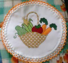canasta de verduras bordada