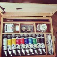 #happy!  I bought myself this little case with oil paint. I have never ever painted with oilpaint before but I really felt like giving it a try. Now I only need to find some time to give it a try. #oilpainting #oilpaint #painting #artist #paint #supplies #instaartist