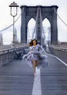 Sarah Jessica Parker on the Brooklyn Bridge