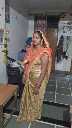 Indian Natural Beauty, Indian Beauty Saree, Beautiful Housewife, Saree Backless, Real Women, Indian Village, Beautiful Women, Sari, Curves