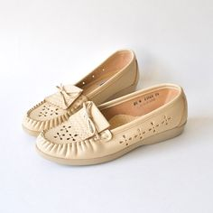 Oh So Dreamy Creamy Vintage Moccasins SIZE 8 - 8.5 by RockAndRollVintage, $36.00