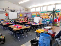 Love this classroom layout /check out the crate chairs for guided reading....