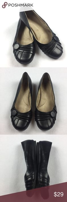 ••• Bass • Donna Solid Black Ballet Flats Comfortable solid black ballet flats. Very feminine and are perfect for dressing both up and down or even just for daily wear. These fit true to size in my opinion. Overall they are in good condition with only minor body wear. They would be a great shoe to add to any closet.  Comes from a pet free smoke free home. (MD3-SR) Bass Shoes Flats & Loafers