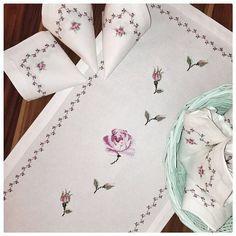 Cross Stitch Borders, Cross Stitch Rose, Cross Stitch Flowers, Cross Stitch Designs, Cross Stitch Embroidery, Cross Stitch Patterns, Hand Embroidery Designs, Vintage Embroidery, Embroidery Patterns
