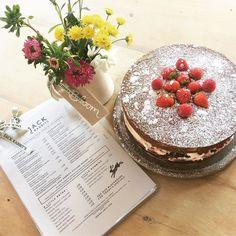 Freshly baked Victoria Sponge to cheer you up on this rainy Wednesday morning #derby #ashbourne #derbyshire #loveyourcafe #victoriasponge #freshlybaked #homemadecakes #wednesdaymorning #tomuchrain #jackrabbits #jackrabbitskitchen