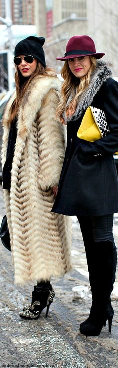 And to be honest the long fur coat! looks cool! Fur Fashion, Look Fashion, Fashion Trends, Street Fashion, Fashion Weeks, Style Hippie Chic, Streetwear, Boutique Fashion, Looks Cool