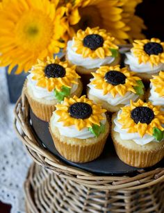 These cheerful sunflower cupcakes just make me smile! Especially because the cupcakes are lemon flavor – yum. The homemade cupcakes are simply but beautifully d 13 Desserts, Delicious Desserts, Yummy Food, Delicious Cupcakes, Spring Desserts, Cookie Desserts, Yummy Yummy, Cupcake Recipes, Cupcake Cakes