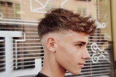 Cool Hairstyles For Men, Cool Haircuts, Haircuts For Men, Messy Hairstyles, Fohawk Haircut Fade, Curly Hair Men, Curly Hair Styles, Razor Fade, Teen Boy Haircuts