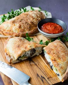 Turkey Mushroom Broccoli Calzone - If you know me, you know how much I love pizza. A calzone falls very near the top of my favorite foods because it is simply a folded pizza with a delicious filling that is baked in the oven. Mushroom Broccoli, Mushroom Pizza, Broccoli Pizza, Calzone, Stromboli, Blue Jean Chef, Leftover Turkey, Turkey Leftovers, Pizza