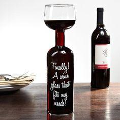 Finally! A wine glass that fits my needs. Leuke quote op een glazen fles/ glas. Grappig verjaardagscadeau voor een wijnliefhebber.