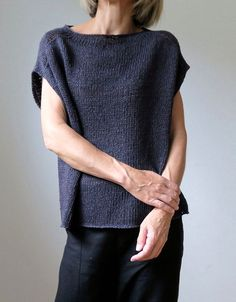 Модная женская безрукавка от известного дизайнера Хейди Киррмайер с описанием вязания спицами