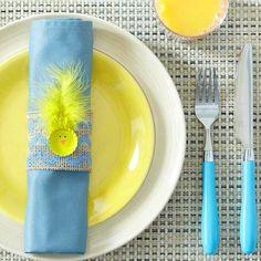 décoration d'assiette en bleu et jaune
