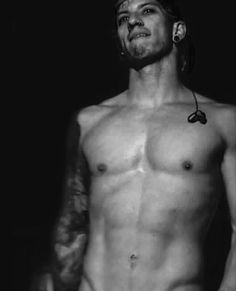 Yes, this is a shirtless Josh Dun. You're welcome. Pinterest: @twd_reedus