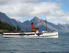 SS Earnslaw, Queenstown, New Zealand This is the Ernslaw that you can get across Lake Wakitipu to Walter Peak farm Central Otago, Merchant Navy, New Zealand Travel, Middle Earth, Kiwi, 1940s, Chile, Boats, Ss