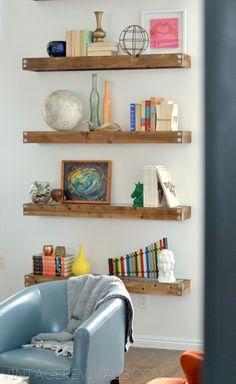 DIY Repisas industriales de madera.  Tutorial: http://www.vintagerevivals.com/2012/12/diy-industrial-modern-floating-shelves.html