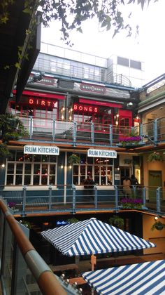 Dirty bones, kingly court